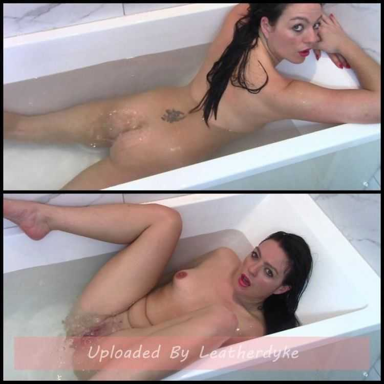 Fart Bubbles In The Bathtub with evamarie88 - farting
