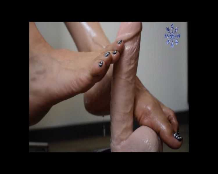 aspen snow asian foot job with oil