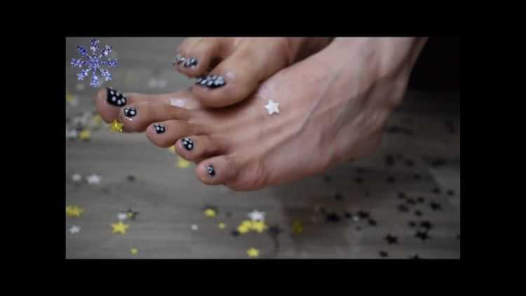 aspen snow star covered asian feet and toes