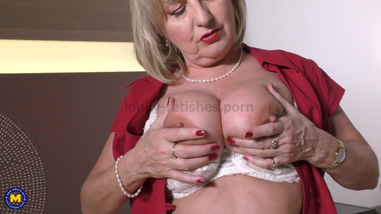 Mature.nl presents Lorna Blu (EU) (57) in big breasted housewife Lorna Blu playing with her toy – 17.05.2018
